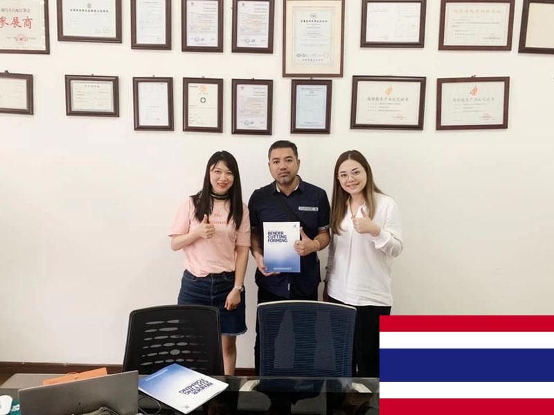 Thai customers come to Huashun to discuss business